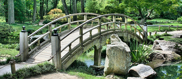 How to use mini garden bridges to style your yard